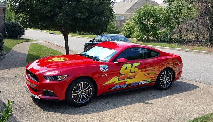 Dad turns red mustang into lightning mcqueen - Auto flash mcqueen ...