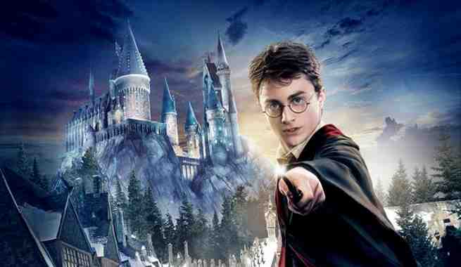Universal Studios Hollywood Reveals New Wizarding World of Harry Potter Signature Art