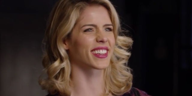 emily-bett-rickards-felicity-laughing