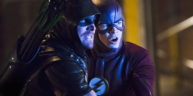 the-flash-arrow-crossover-photos-header
