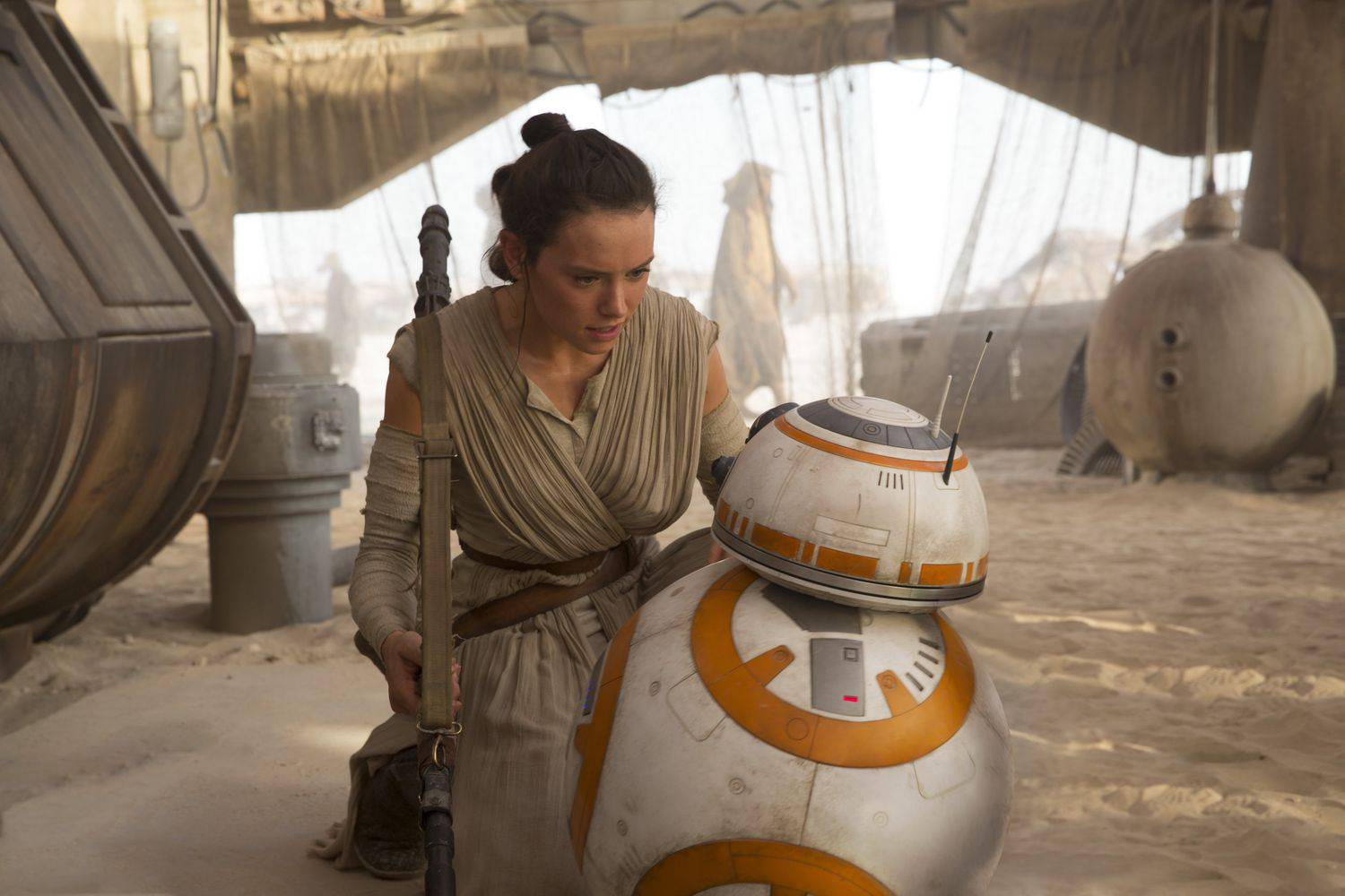 star-wars-tfa-hi-res-rey-meets-bb-8