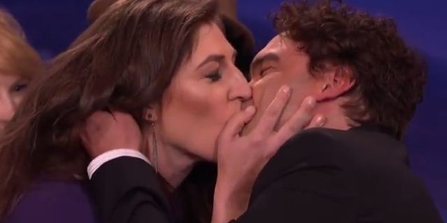 Mayim Bialik And Johnny Galecki Recreate First Kiss But
