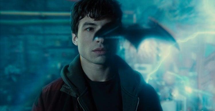 Justice League Trailer - Barry Allen Dodges Batrang_2