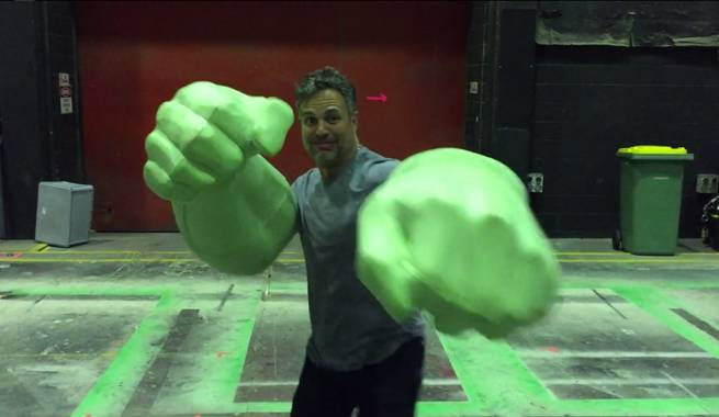 Mark Ruffalo Shows Off His Hulk Hands On Thor: Ragnarok Set