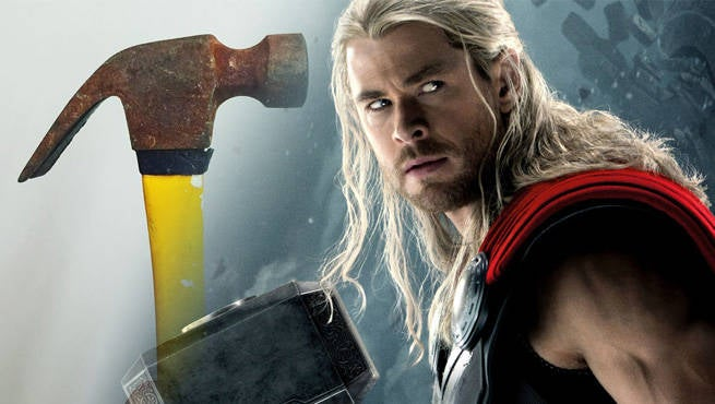 chris hemsworth wields new hammer on thor ragnarok set