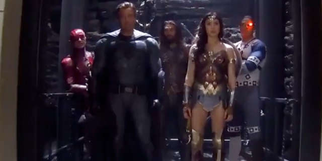 justice-league-team-elevator