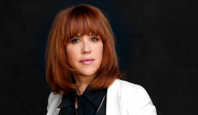 Molly Ringwald Thanks Airline, Pilots for Saving Father With Emergency Landing