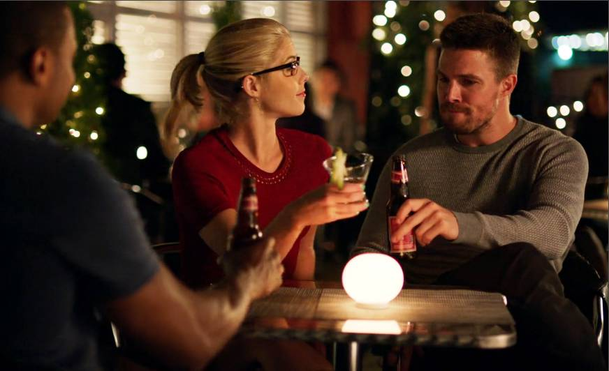 Arrow: Oliver and Felicity Are Trapped Together in ...