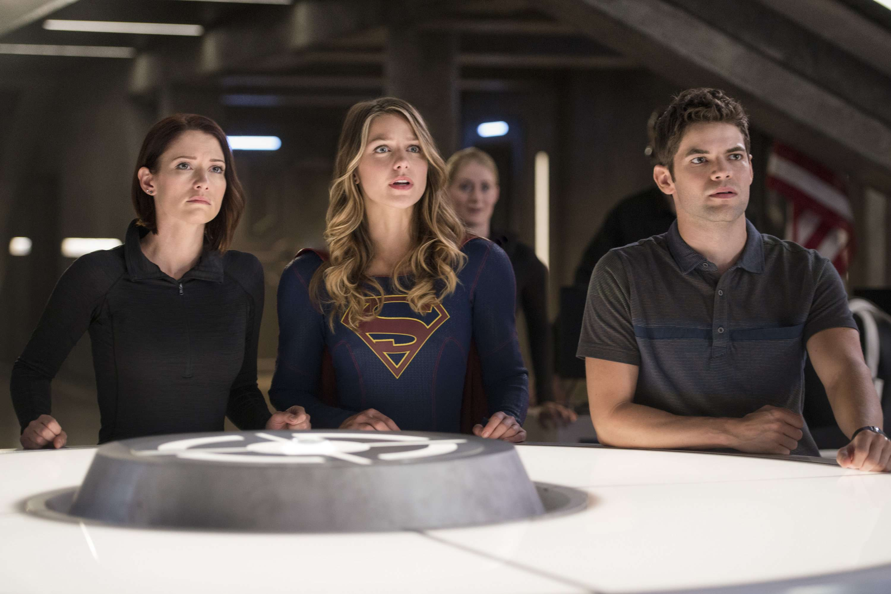alex-kara-and-winn-at-the-deo-supergirl-season-1-jeremy-jordan-chyler-leigh-melissa-benoist
