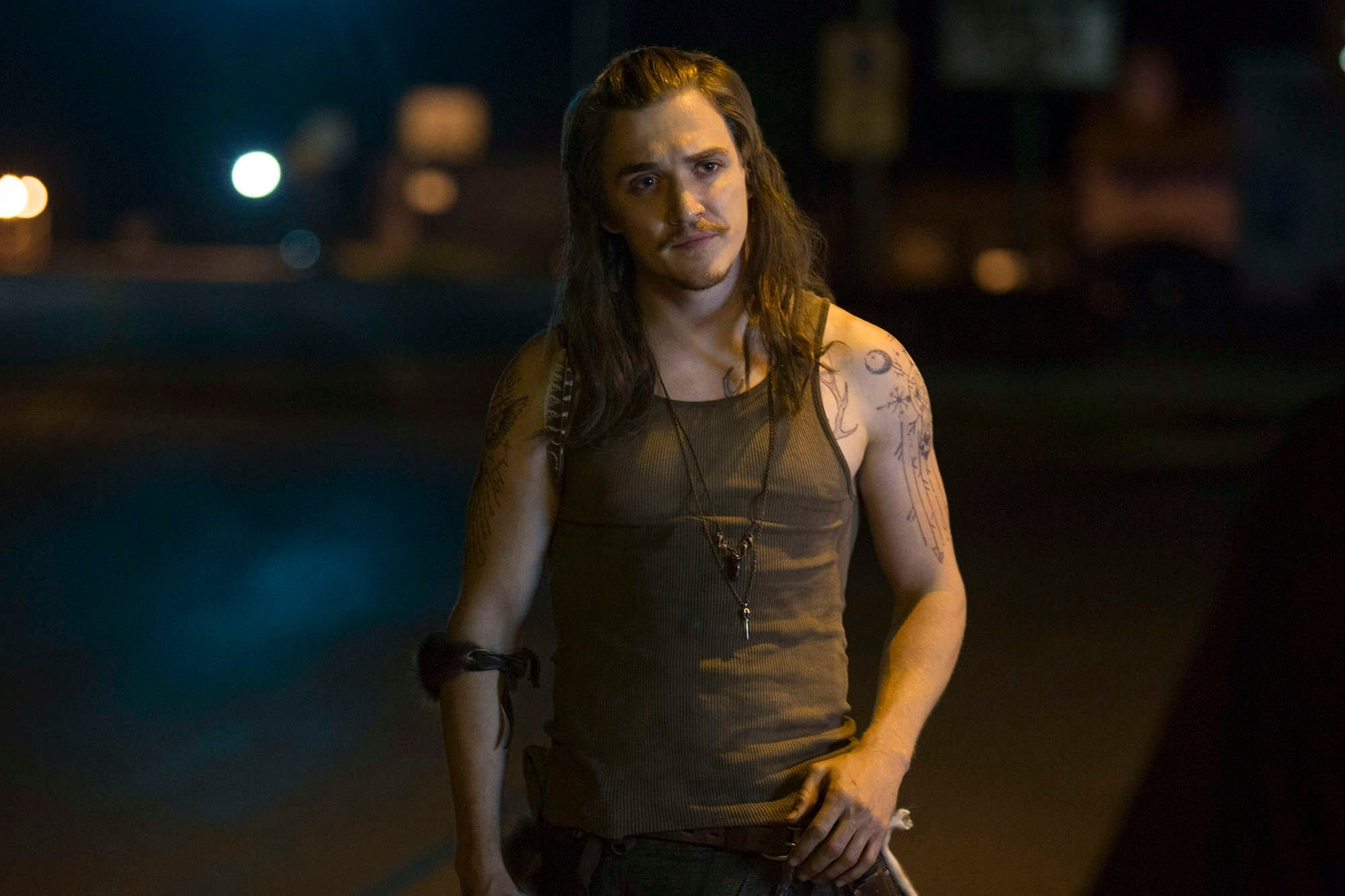 kyle-gallner-as-hasil-in-wgn-americas-new-series-outsiders-premiering-tuesday-january-26-at-9pm-etpt