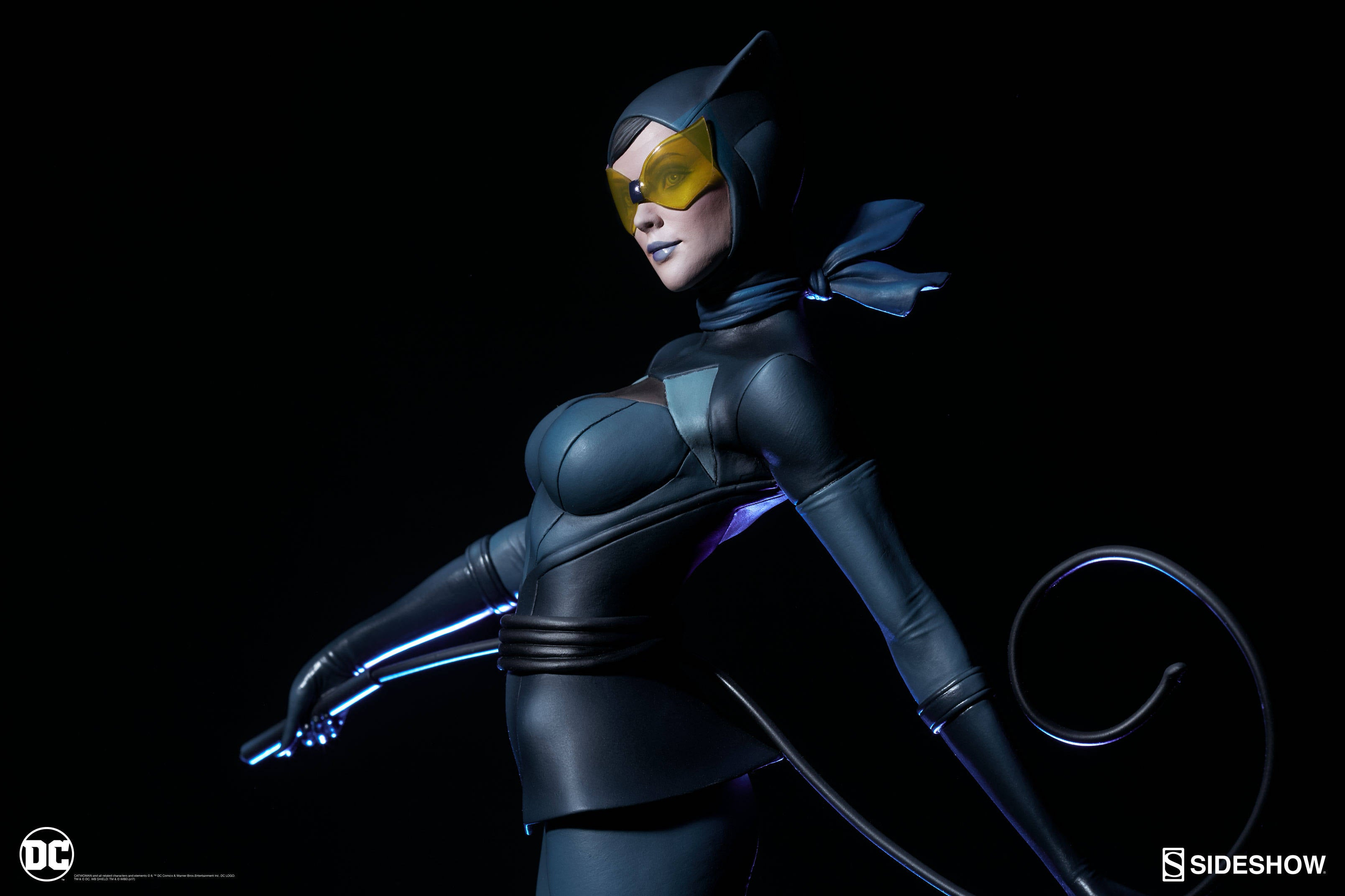 Catwoman-Sideshow-Artgerm-Statue01