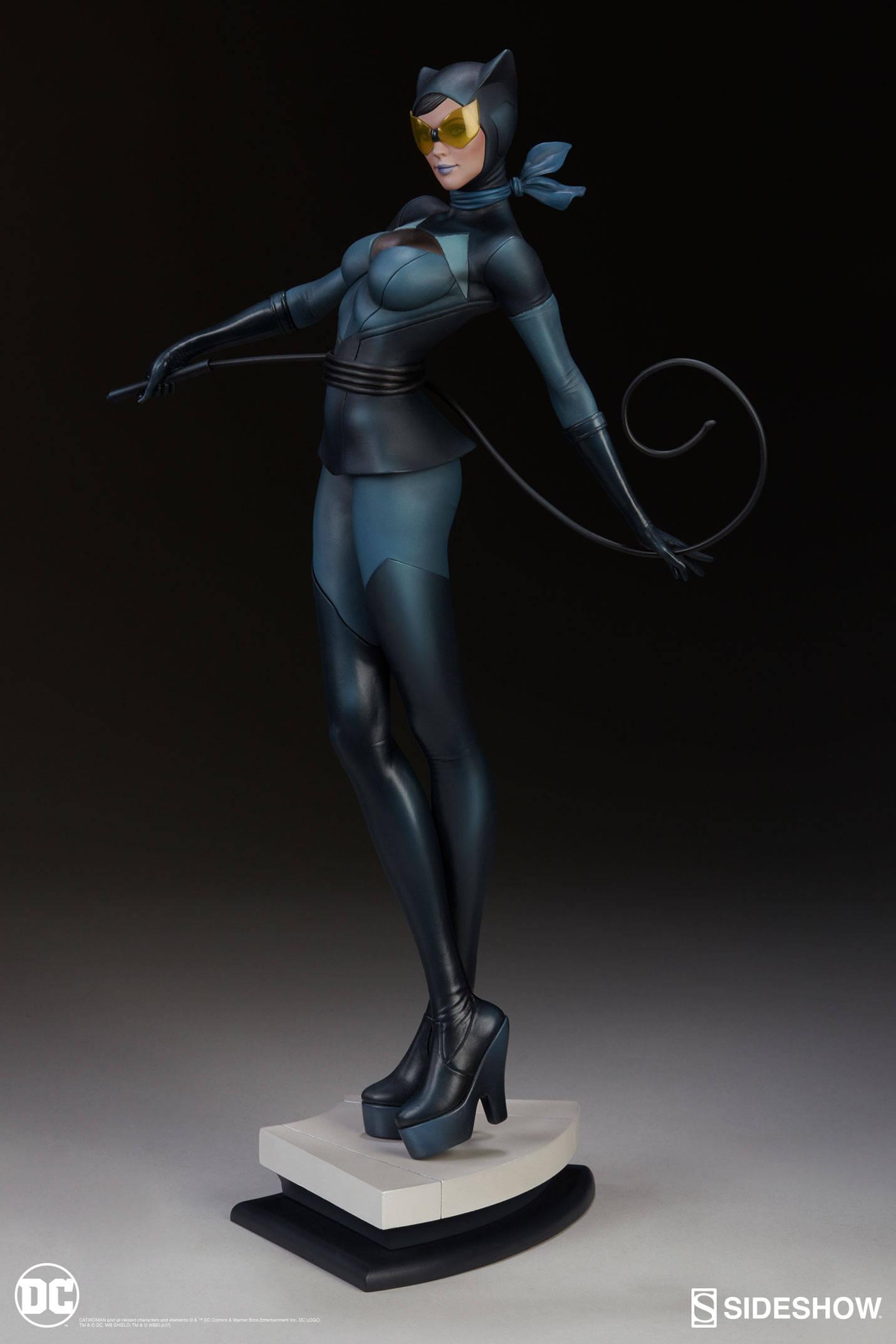 Catwoman-Sideshow-Artgerm-Statue02