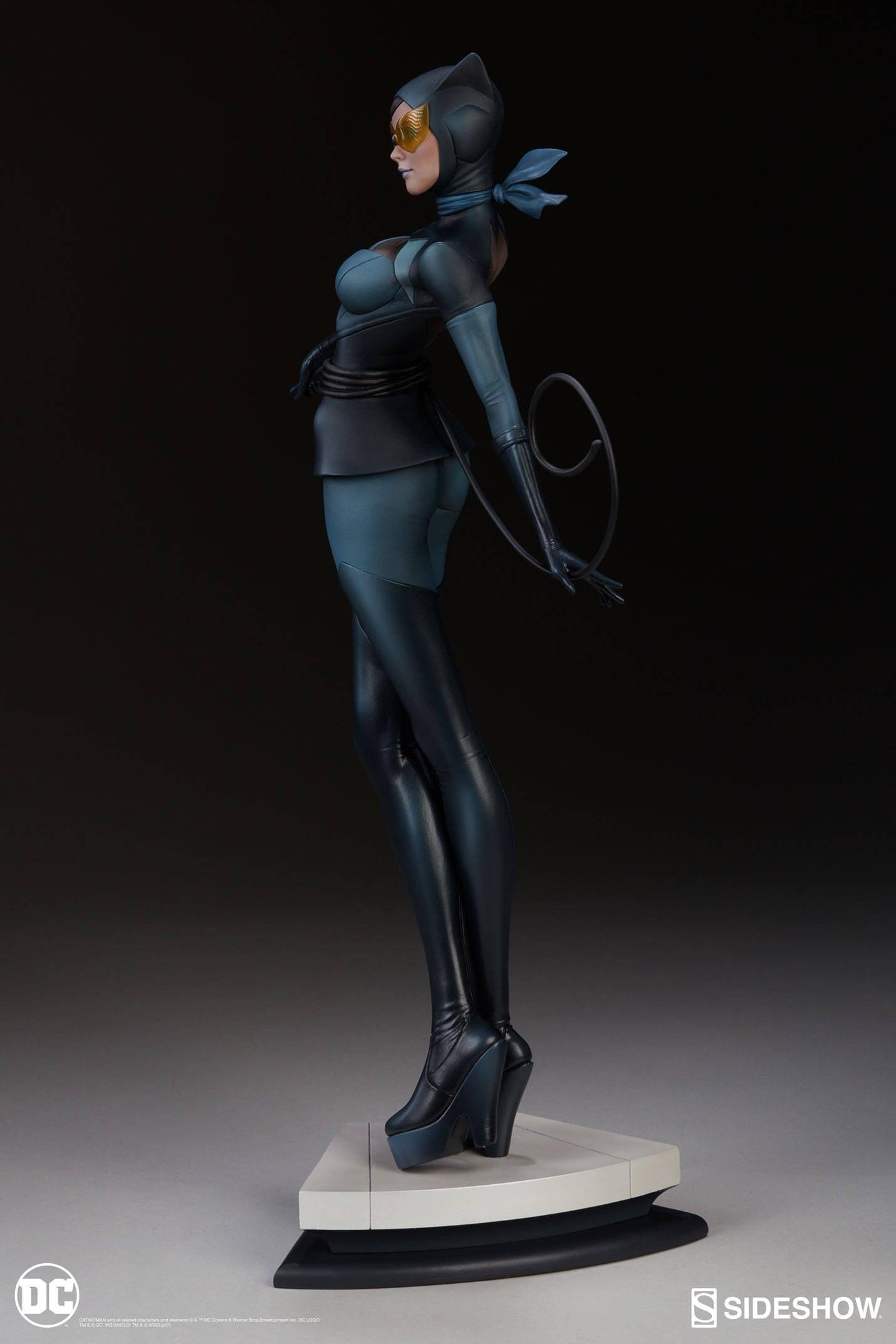 Catwoman-Sideshow-Artgerm-Statue03