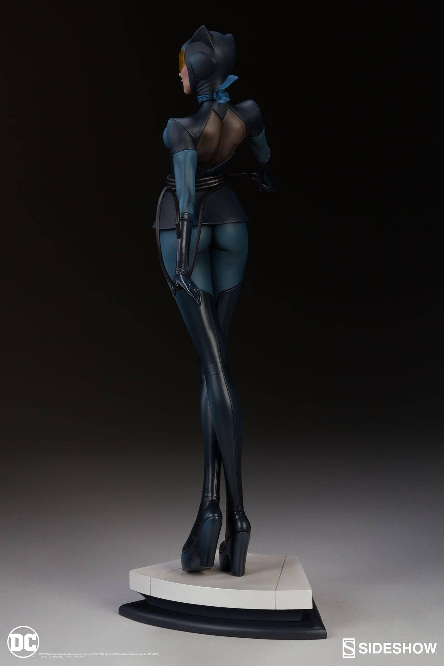 Catwoman-Sideshow-Artgerm-Statue04