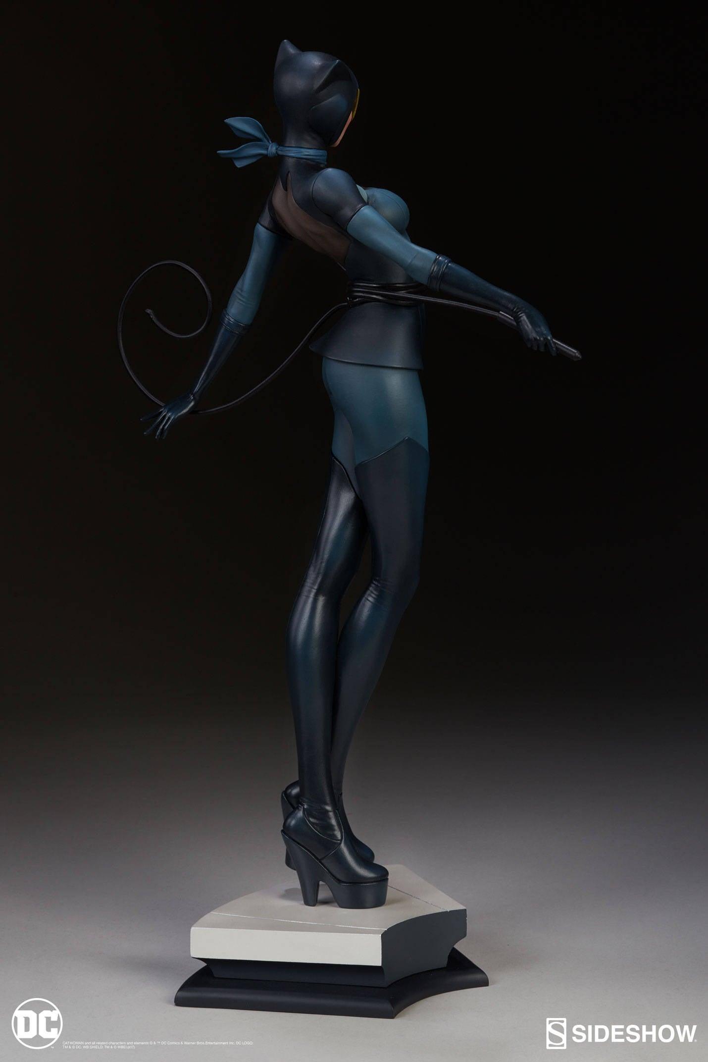 Catwoman-Sideshow-Artgerm-Statue05