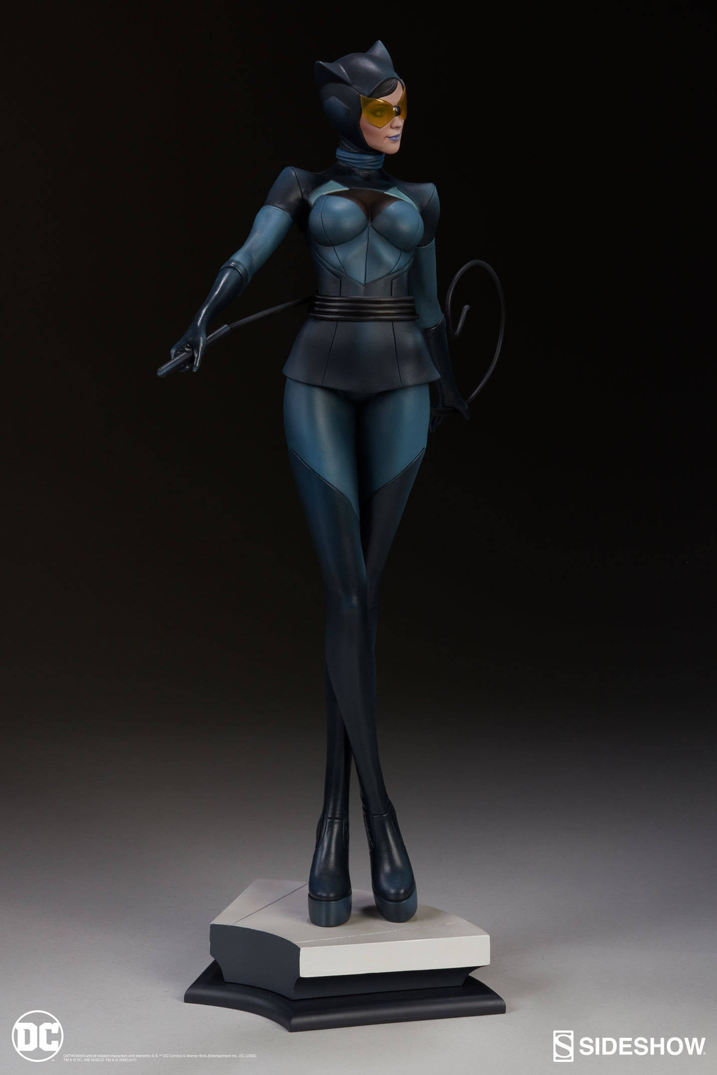 Catwoman-Sideshow-Artgerm-Statue06