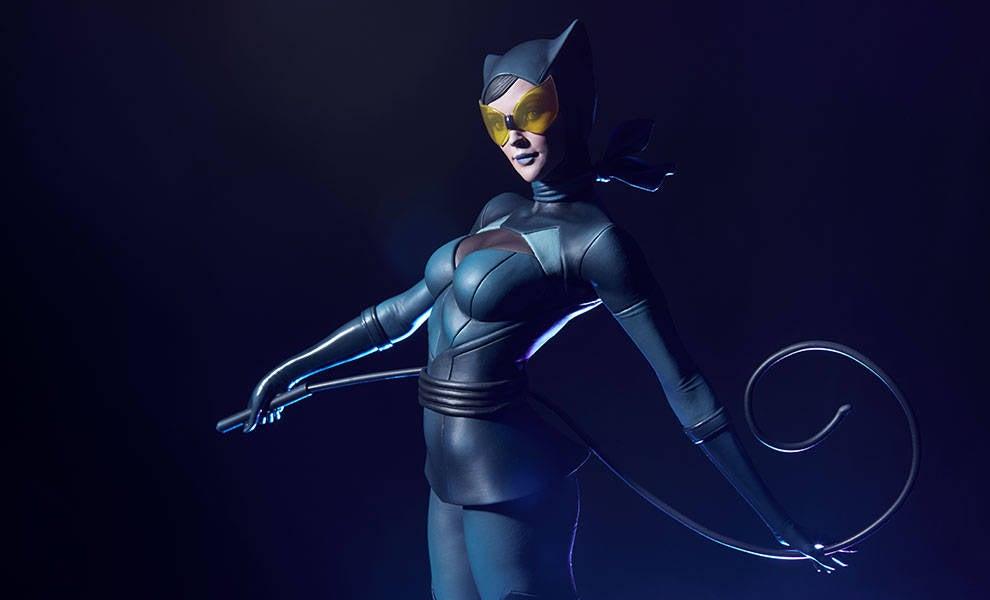 Catwoman-Sideshow-Artgerm-Statue07