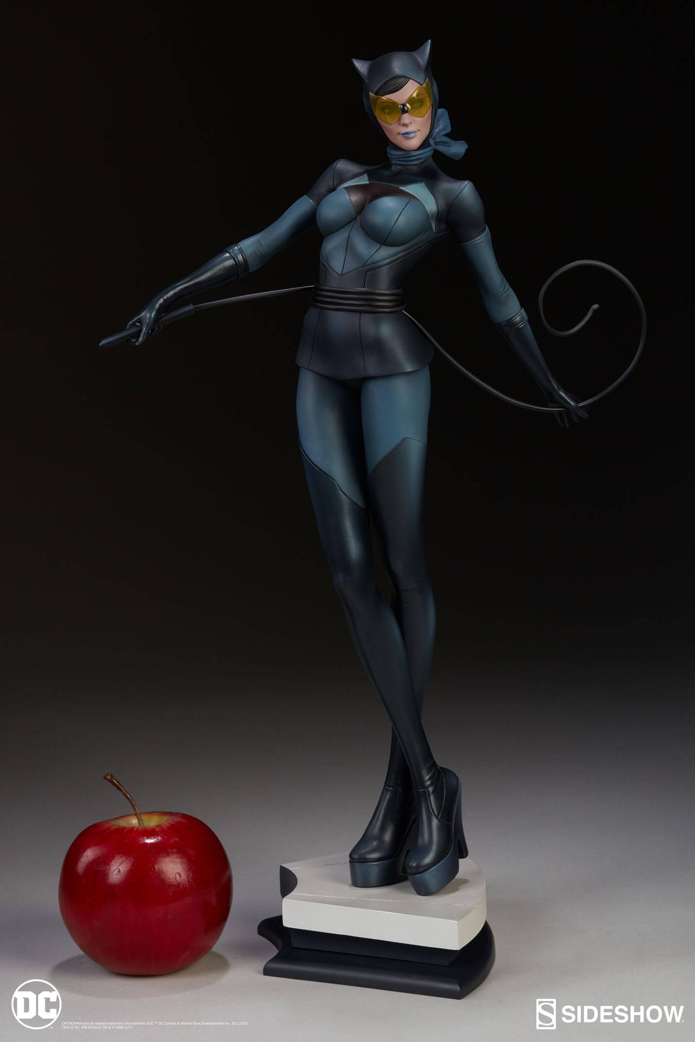 Catwoman-Sideshow-Artgerm-Statue08