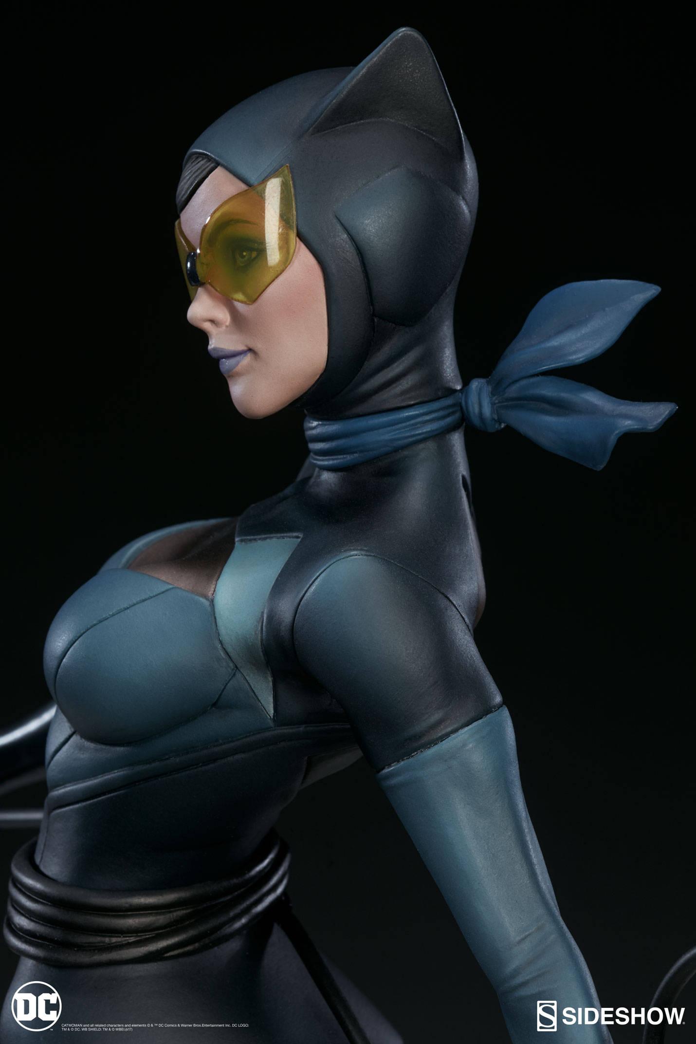 Catwoman-Sideshow-Artgerm-Statue10
