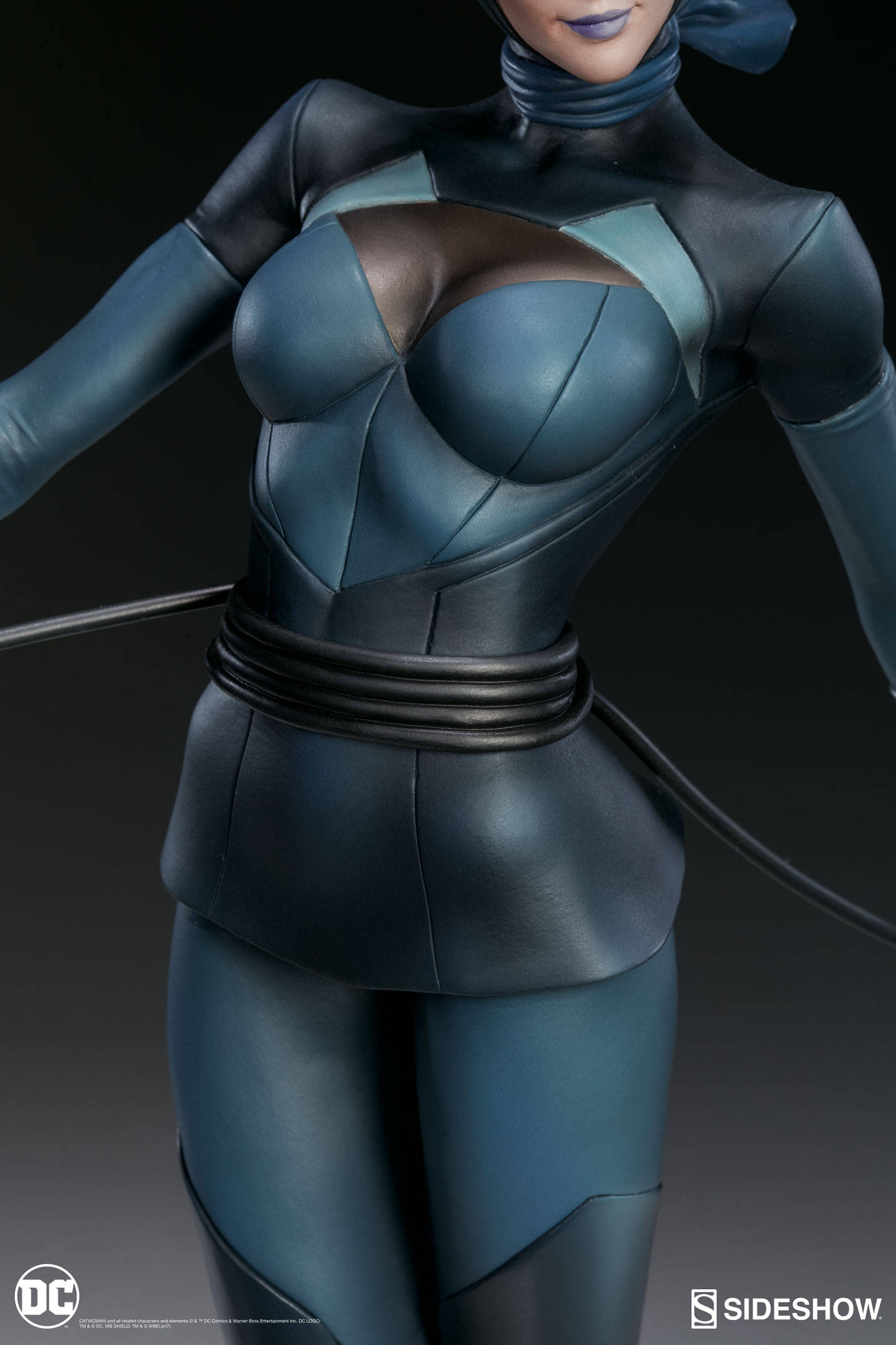 Catwoman-Sideshow-Artgerm-Statue11