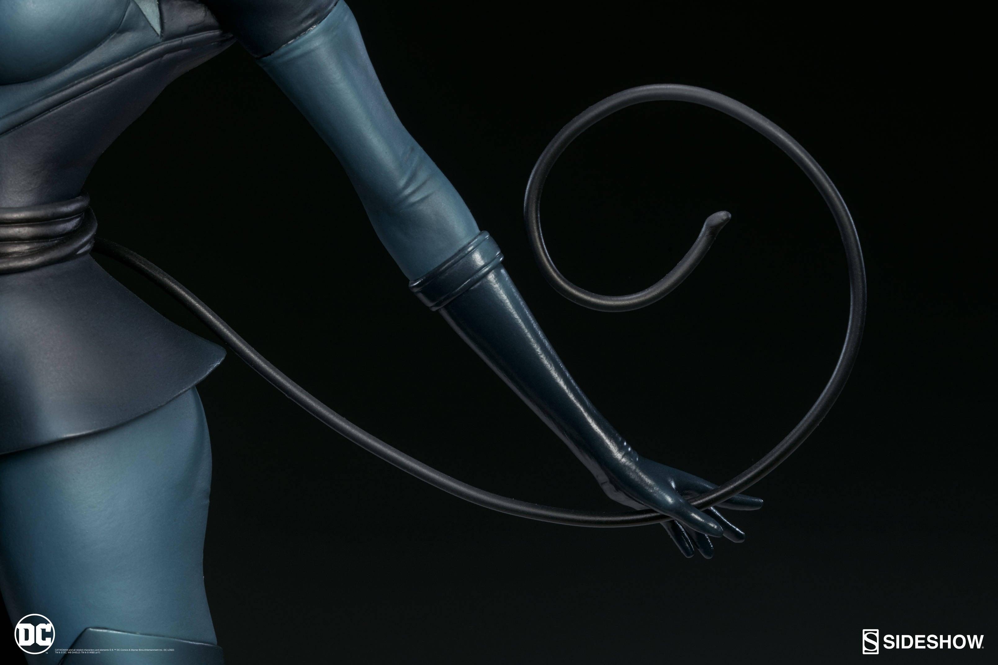 Catwoman-Sideshow-Artgerm-Statue12