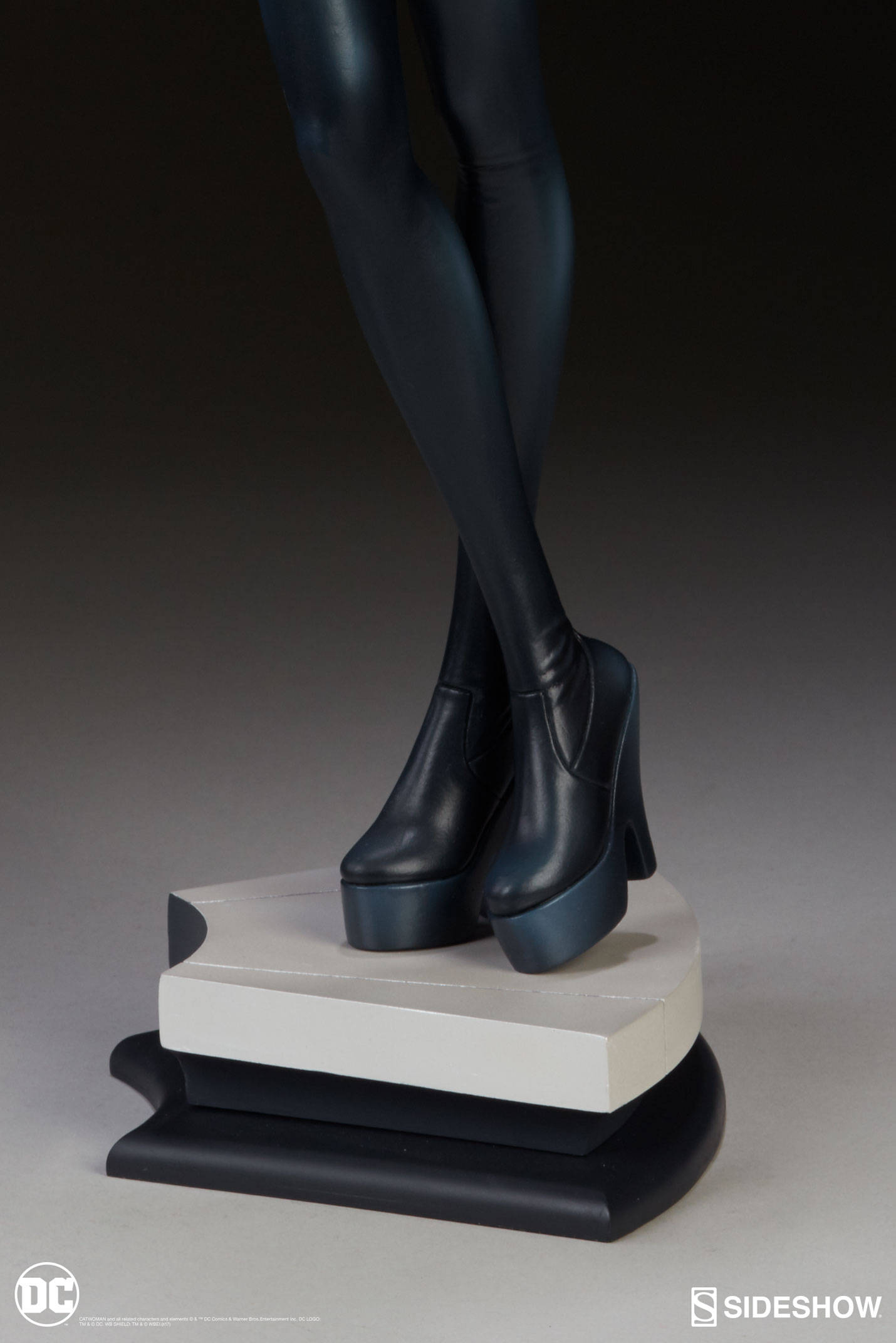 Catwoman-Sideshow-Artgerm-Statue13