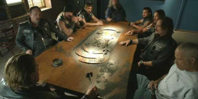 sons-of-anarchy-table