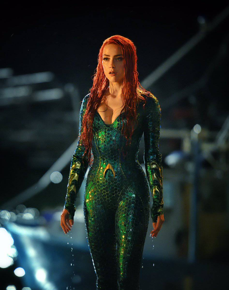 Amber Heard S Mera Costumes In Justice League And Aquaman Compared
