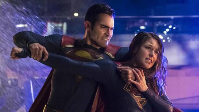supergirl-superman-fight