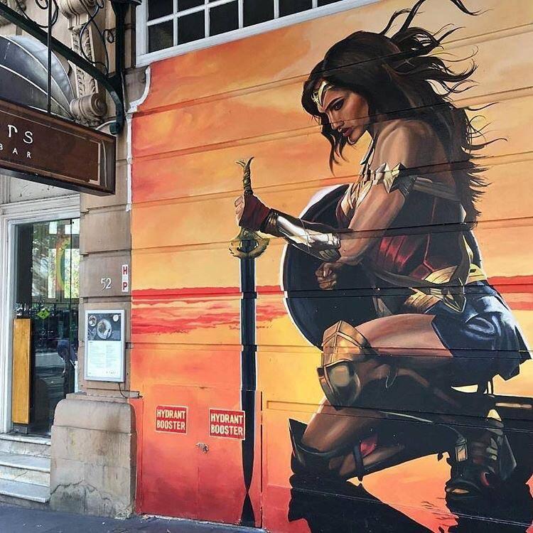 Risultati immagini per street art wonder woman