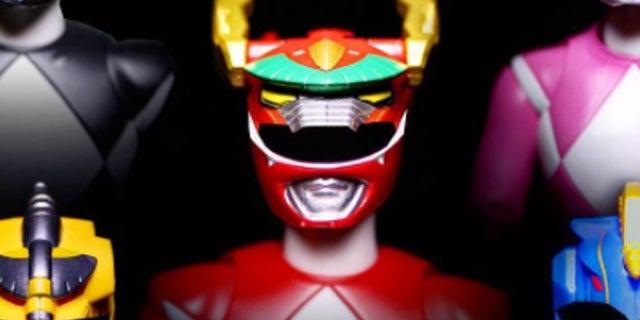 Mighty-Morphin-Power-Rangers-Thunder-Zord-Helmets-Header