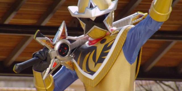 Power-Rangers-Gold-Ranger-Rockstorm-Guitar