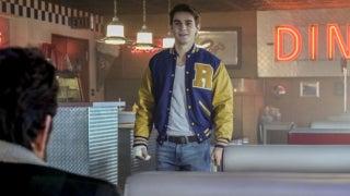 riverdale kj apa reveals season 1 finale different ending