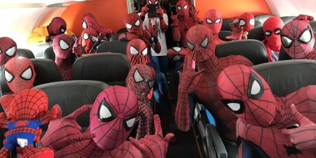 Spider-Man-Cosplayers-Plane