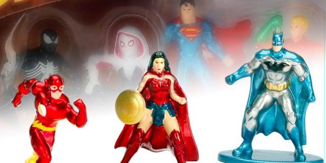 DC-Marvel-Harry-Potter-Nano-Figs-Jada-Toys