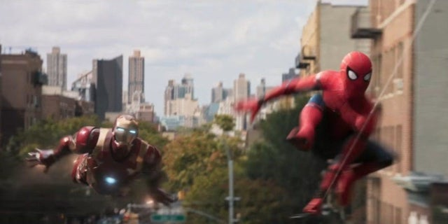 Spider-Man-Homecoming-Iron-Man-flying-1024x509