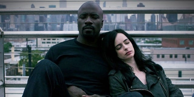 how-defenders-meet-jessica-jones-luke-cage