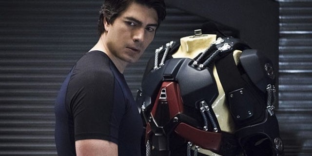 legends-of-tomorrow-brandon-routh-05-600x418