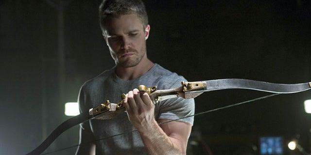 arrowverse crossover trick arrow