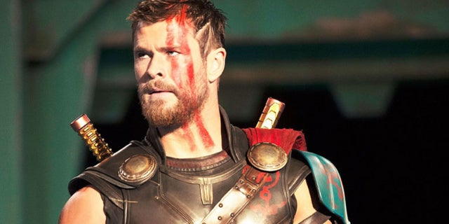 chris hemsworth avengers critique