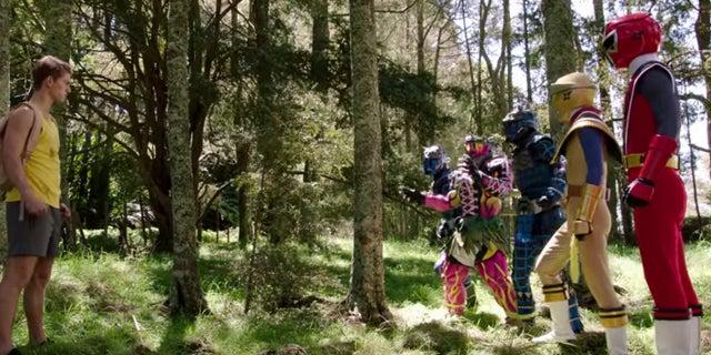 Power-Rangers-Ninja-Steel-Race-Clip