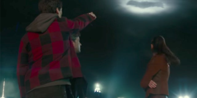 Batman-Wonder-Woman-Flash-Bat-Signal