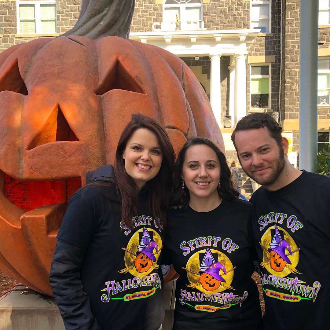 halloweentown' cast reunites to honor debbie reynolds