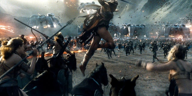 Justice League Amazons vs Steppenwolf Apokolips