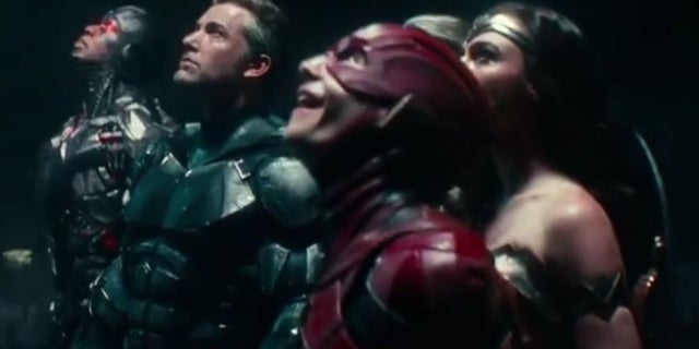 justice-league-looking-up