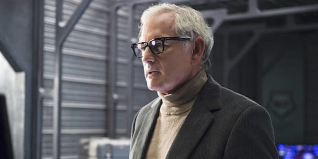 legends-of-tomorrow-victor-garber-leaves-show