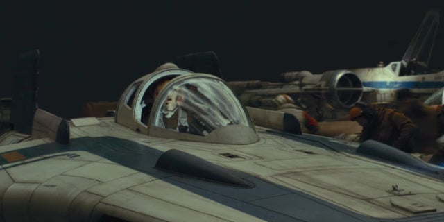 star-wars-the-last-jedi-a-wing-resistance-evacuates