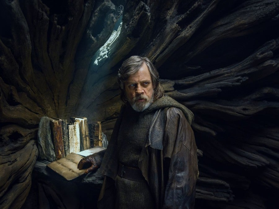 "Interview Revelations:  ""Hidden princess"" and ""the relationship between Rey and Kylo"" and more golden quotes discussion - Page 9 Star-wars-the-last-jedi-luke-skywalker-journal-of-the-whills-1040412"