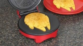 millennium-falcon-waffle-maker-top