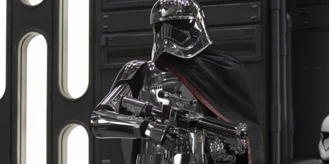 star-wars-the-last-jedi-captain-phasma-topps-trading-cards